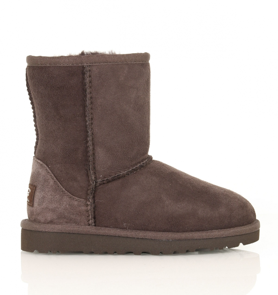 UGG Boots Short Classic best price on ugg classic short boots - Premium Australian Sheepskin, Water Resistant Non Slip. SIZE 4 - 15 Winter Shoes. Available Size Now: 04 To Our goal is to provide best quality goods at best possible prices. Below Knee Height Depends on size (30 To 36 cm) from the Ground Surface.